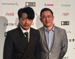 (左から)俳優のドアン・イーホン、 ドン・ユエ監督「迫り来る嵐」