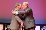 元米副大統領アル・ゴア氏、東京国際映画祭で旧友トミー・リー・ジョーンズと再会