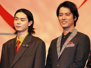 映画版「火花」の完成披露試写会に出席した 菅田将暉と桐谷健太「火花」