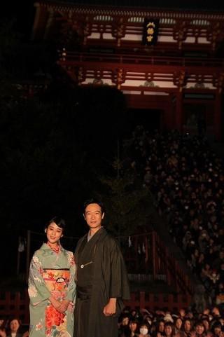 鎌倉・鶴岡八幡宮で前代未聞の奉納上映