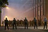 """米国史上最大級の暴動に直面した""""本人""""が登場 「デトロイト」特別映像公開"""