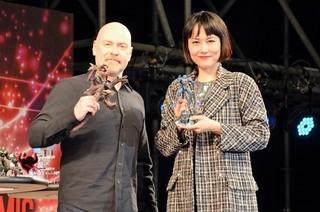デナイト監督&菊地凜子、東京コミコンで ファンと大興奮「パシフィック・リム アップライジング」