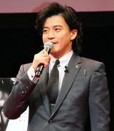 小栗旬、18年来の親友・山田孝之とCM初共演に満願「やっぱり、この人面白い」