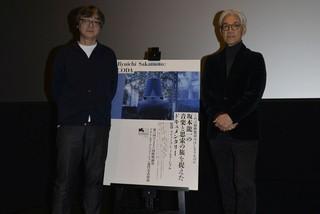 音について対談した坂本龍一(右)と樋口泰人「Ryuichi Sakamoto: CODA」