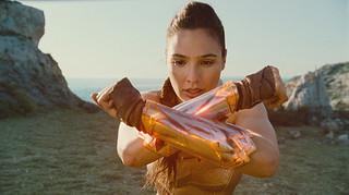 DCコミックスが生んだ女性ヒーローを主人公に描いた「ワンダーウーマン」「ワンダーウーマン」