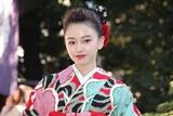 山本舞香&桜井日奈子、艶やか晴れ着姿披露!20歳で迎えた2018年の抱負は?