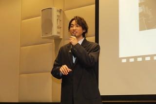 舞台挨拶に立った小関裕太「曇天に笑う」