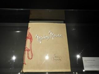 世界初公開のスクラップブック実物「美女と野獣」