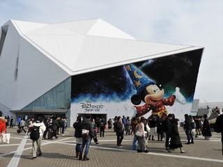 東京ディズニーリゾートにファンが大集合「ベイマックス」