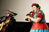 渡辺直美、個性的衣装でド派手パフォーマンス「フリーダ・カーロに似せました」