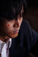 """血まみれの""""刑事""""松坂桃李に何が起こったのか…「孤狼の血」新場面写真披露"""