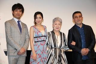 舞台挨拶に出席した(左から)三浦貴大、 文音、草笛光子、篠原哲雄監督「ばぁちゃんロード」