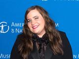 「SNL」エイディー・ブライアントが脚本・主演 リンディー・ウェストの自伝をHuluがドラマ化