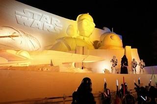高さ約15メートル、幅約24メ-トルの雪像