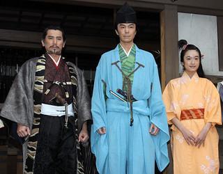 手応えのほどをうかがわせた長谷川博己(中央)