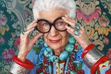 """アイリス・アプフェル!94歳のニューヨーカーの映画評論『""""最高齢のファッションアイコン""""アイリスの言葉には人生のヒントがいっぱい』"""