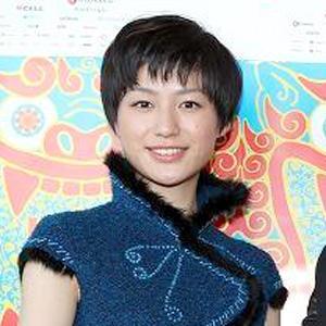 ブロンドヘアーの平田薫さん