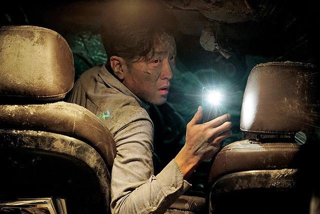 トンネル 闇に鎖(とざ)された男の映画評論・批評