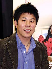純朴な青年のように語るユン・イノ監督