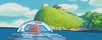海から見上げる崖の上に建つ宗介の家