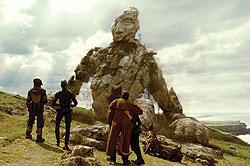 石の大きな巨人は「アルゴ探検隊の大冒険」に出てくる青銅の巨人タロスへのオマージュ