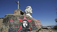 ゲバラが殺されたボリビア・イゲラ村広場のモニュメント