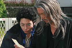 豊川悦司は特殊メイクを施して50代後半のオッチョを熱演