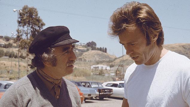 「ダーティハリー」撮影中のドン・シーゲル(左)とイーストウッド。2人は5本の映画でコンビを組んだ