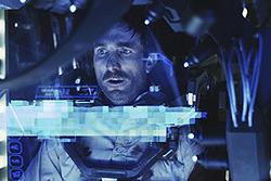 「アイアンマン」を思い起こさせるエビのロボット内部