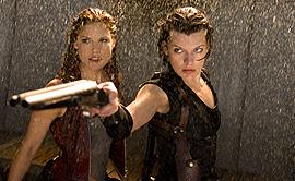 アリスと一緒に戦うアクションシーンは映画の白眉