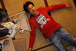 堺が演じるのは、一向に売れる気配のない貧乏役者・桜井