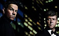 """作品クオリティを""""保証""""する俳優=クロウ(右)が、マーク・ウォールバーグ(左)と初対決!"""