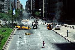 スピード&怪力、重装備がスパイダーマンを襲う!