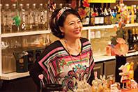 杉田かおるも酒場のママ役で出演