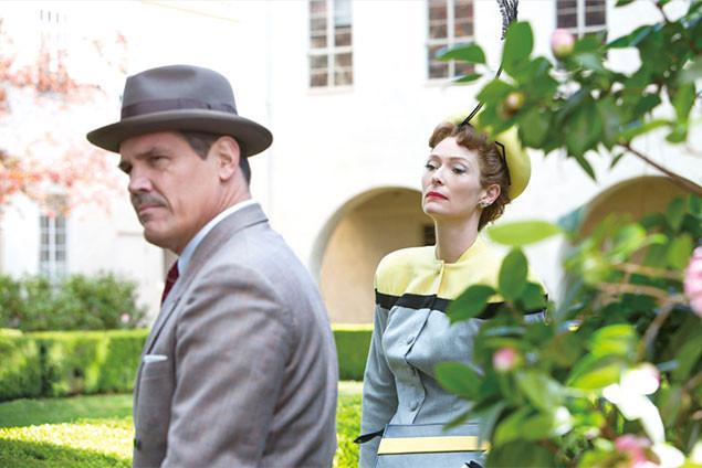 「フィクサー」のオスカー女優、ティルダ・スウィントン(右)まで個性派キャラで登場