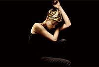オスカー女優シャーリーズ・セロンがヒロインを演じる、謎に満ちたミステリー作!