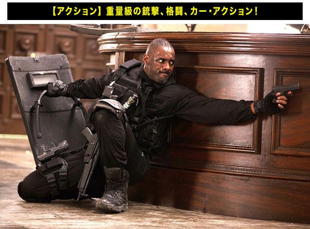 特殊部隊の装備に身を包み、敵陣に突入! エルバがダイナミックなアクションを見せる