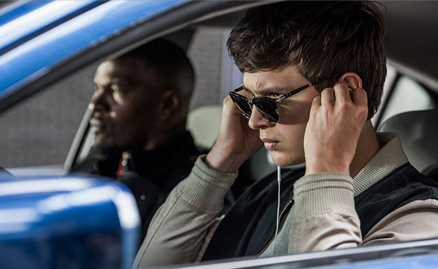主人公ベイビーは、音楽をかけて外界から遮断されると超人的な運転技術を発動できる