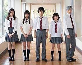 クランクインの様子(左から)金城、加藤、村上、吉田、山田