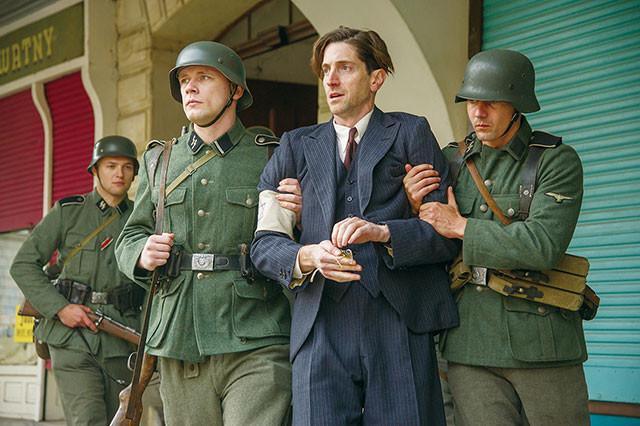 ポーランドに侵攻し第2次大戦を引き起こしたナチスが、ユダヤ人を強制隔離していく
