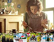 カナダの風景や動物をかわいらしく、鮮やかに描いた画家モード・ルイスの人生をつづる