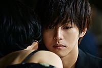 石田衣良のベストセラーを、2016年に上演された舞台と同じ三浦大輔監督×松坂桃李のタッグで繊細に映画化