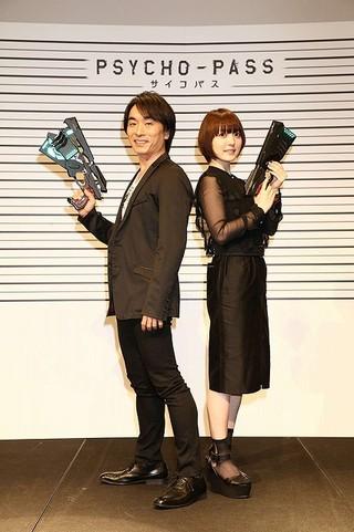 「朗読劇 PSYCHO-PASS サイコパス ‐ALL STAR REALACT‐」に出演した関智一(左)と花澤香菜(右)