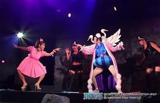 はるな愛が乱入した「ボン・クレー」によるダンスパフォーマンスショー