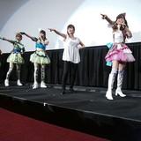 息ぴったりのダンスを披露する紺野あさ美とi☆Ris