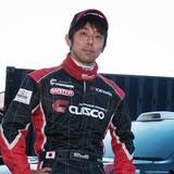 白黒ラッピングカーのドライバー 牟田周平選手
