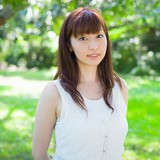 ナレーション・主題歌を務める鳴海杏子