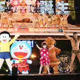 ドラえもん&のび太、小島よしおやエヴァちゃんとともにプロレス会場で踊る