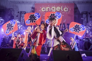 "「angela」日比谷野音で""祭り""演出満載のツアー東京公演 fripSideとコラボ曲もライブ初披露"