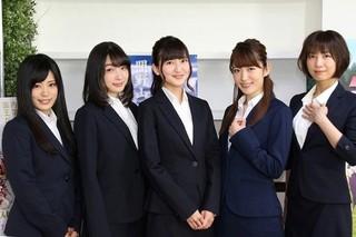 取材に応じた七瀬彩夏、上田麗奈、安済知佳、田中ちえ美、小松未可子